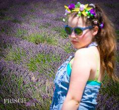 Lavendel, Haarkranz, Mädchen im Lavendelfeld, Sonnenbrille ist von Marc by Marc Jacobs