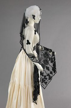 1910. Evening Stole, American, Made of silk