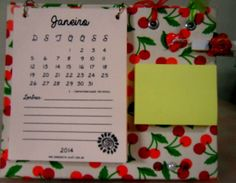 Calendário de Mesa 2014 Cartonagem forrado com Tecido Acompanha 100 Post It Tamanho Pequeno MODELOS DISPONIVEIS : CEREJAS E PASSARINHOS R$ 25,00