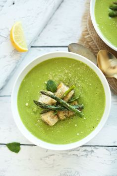 Creamy Vegan Asparagus and Pea Soup! Perfect for spring and so healthy and sastisfying! #vegan #minimalistbaker