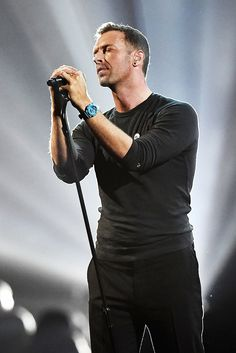 Chris Martin pays tribute to George Michael at the 2017 BRIT Awards.