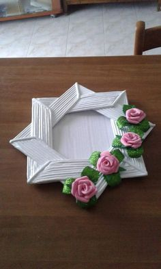 Arts And Crafts Ideas For Adults Recycled Paper Crafts, Newspaper Crafts, Cardboard Crafts, Diy Arts And Crafts, Craft Stick Crafts, Handmade Crafts, Easy Crafts, Photo Frame Crafts, Magazine Crafts
