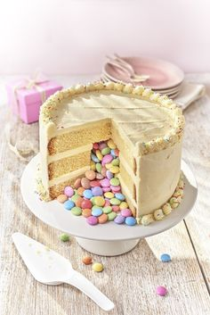How to Make a Pinata Cake - In The Playroom