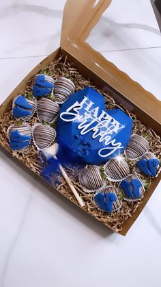 Chocolate Bomb, Chocolate Hearts, Hotline Bling, Happy Birthday Images, Make Happy, Chocolate Covered Strawberries, Cakepops, Mellow Yellow, Friend Birthday