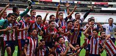 CHIVAS SE CORONA CAMPEÓN SUB-20 ANTE AMÉRICA ElIgualan 1-1 en el Azteca y se adjudican el título con marcador global 3-2. Los rojiblancos terminan el partido jugando con un hombre menos por expulsión de Ramirez al 60'. El estratega del equipo Sub-20 del Rebaño pidió una oportunidad para sus jugadores en el primer equipo.