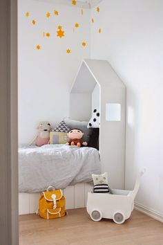 """Love the """"house"""" headboard for a child's bed / Norske interiørblogger"""