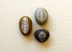 Painted Stone Set - Autumn Stones - Original Art - Three Hand-painted Pebbles This is a set of three Pebble Painting, Stone Painting, Painted Sticks, Painted Pebbles, Diy Organisation, Sticks And Stones, Window Sill, Viera, Stone Art
