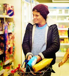 Another representation of a Louis Tomlinson Original dance.. Heavy Shopping... el oh elzzz Sugarscape.. I love you..