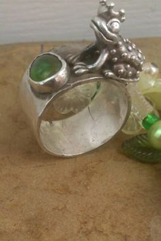 Frog ring Frog jewelry Frog prince fairy tale jewellery Royal Jewelry, Silver Jewelry, Princes Ring, Purple Rings, Unusual Rings, Quirky Gifts, Green Peridot, Green Stone, Animal Jewelry
