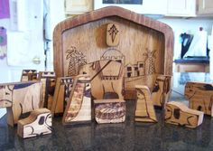 Miniture Nativity puzzle with wood burned details von littlesisterscrafts. A really lovely piece that your children will remember when they grow up. This is a very special nativety piece & a puzzel as well. Great ;)