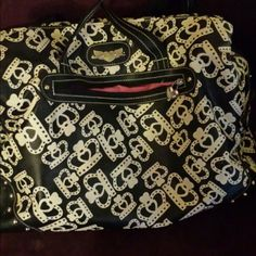 Can be used as diaper, school, or everyday bag. Has a ton of pockets and extremely roomy. Needs a little cleaning, just from sitting in storage. Cute Laptop Bags, Kathy Van Zeeland, Everyday Bag, Fashion Tips, Fashion Design, Fashion Trends, Super Cute, Cleaning, Pockets