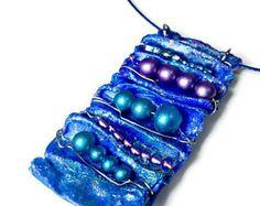 Istruzione blu collana pendente, Fiber Art, gioielli Chic di Eco, Eco Friendly, riproposto riciclato Upcycled