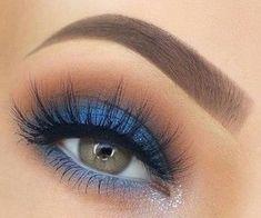 Nice eye makeup- Schönes Augen Make-up Beautiful eye makeup, - Blue Makeup Looks, Blue Eye Makeup, Eye Makeup Tips, Smokey Eye Makeup, Makeup Goals, Skin Makeup, Eyeshadow Makeup, Makeup Inspo, Beauty Makeup