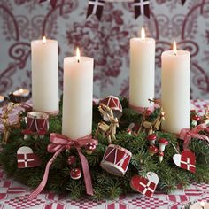 Den klassiske adventskrans | Kære hjem - idéer til din bolig og have Diy Christmas Decorations Easy, Cool Christmas Trees, Rustic Christmas, Simple Christmas, Christmas Wreaths, Xmas, Christmas Ornaments, Scandinavian Holidays, Christmas Aesthetic