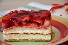 This is the cake recipe that you've been waiting for. Creamy and silky cheesecake combined with silky smooth filling and a fresh and sweet strawberry topping Cake Recipes At Home, Dessert Recipes, Food Cakes, Strawberry Cake Recipes, Simply Recipes, Coffee Recipes, Yummy Cakes, Afternoon Tea, No Bake Cake