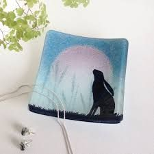 Aiheeseen liittyvä kuva Fused Glass Art, Stained Glass, Hare, Bubbles, Beautiful, Dishes, Ideas, Bunny, Tablewares