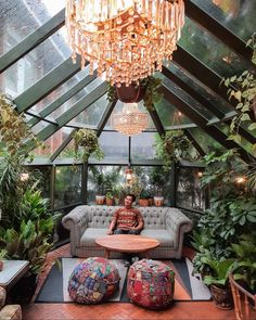 Have you guys noticed that the more plants there are in a room the cozier it feels? Exterior Design, Interior And Exterior, Solarium Room, Greenhouse Interiors, Diy Greenhouse, Glass House, House Goals, Cool Rooms, My Dream Home