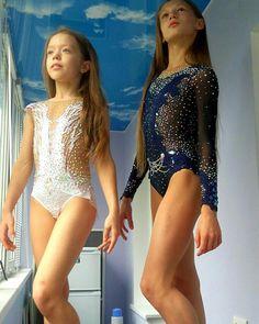 Красавицы! Настя Черняева и Анна Бацун! День и ночь! Оба купальника моей работы! #художественнаягимнастика #купальникдляхудожественнойгимнастики #купальникидлягимнастики