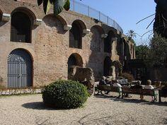 Exterior da zona arqueolóxica da Domus Aurea, preto do Coliseo