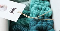 """Associer les couleurs, composer avec les matières, vibrer pour la douceur de la laine 100% Mérinos... Le """"trio"""" de chaussons es..."""