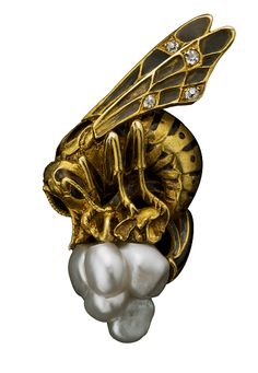 Bee brooch by Léopold Gautrait, French, circa 1900, composed of gold, diamond, enamel and pearl.