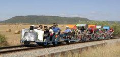 Descubre el ecorail del Cardener de Barcelona Barcelona, Dolores Park, Travel, Budget Travel, Train Tracks, Outdoor Activities, Elopements, Wonderful Places, Paths