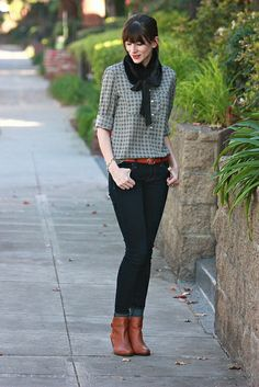 Printed blouse with tan belt and booties + a fur collar