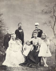 Queen Elisabeth of Family Royal of Romania Old Photography, People Photography, Michael I Of Romania, Romanian Royal Family, Queen Victoria Family, Central And Eastern Europe, Blue Bloods, Queen Mary, Ferdinand