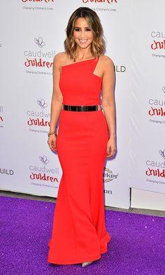 Rachel Stevens con un vestido rojo