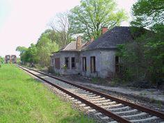 Küstrin-Kietz Oderinsel ehemaliger Bahnhof im Hintergrund die Eisenbahndoppelbruecke ueber die Oder Richtung Osten