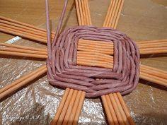 Неоднократно меня спрашивали, как я плету подносы... Выпал случай сфотографировать процесс... фото 8