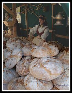 La panadera, escenificación medieval mercado de los Borja Valencia