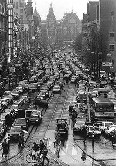 Damrak verkeers en parkeerchaos op het Amsterdamse Damrak, t.a.v. Staking Openbaar Vervoer.