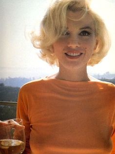 marilyn.love this color on on her.