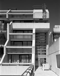 Neave Brown, the revered Modernist architect best known for his social housing projects, has been announced as this year's 2018 Royal Gold Medal recipient. The Royal Gold Medal is aw. Post Modern Architecture, Interior Architecture, Interior Design, Modular Housing, Social Housing, Brutalist, Modern Design, House, Events