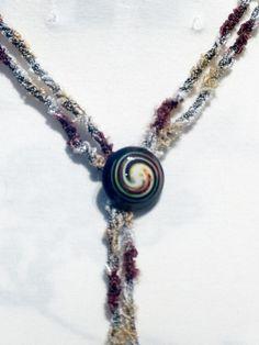 Statement Ketten - Stricklieselkette mit Knopf - ein Designerstück von Nadeltasse bei DaWanda Shops, Pendant Necklace, Etsy, Jewelry, Neck Chain, Schmuck, Tents, Jewlery, Jewerly