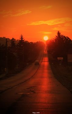 """""""If you're feeling low, don't despair. The sun has a sinking spell every night, but it comes back up every morning."""" - Dolly Parton"""