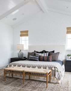 Beach Pretty House Tour: This California Style Eclectic Beach House is designed by Amber Interiors - Bedroom Bed, Linen Bedroom, Furniture Bedroom and Style Master Bedroom Design Living Room, Master Bedroom Design, Cozy Bedroom, Home Decor Bedroom, Bedroom Ideas, Bedroom Inspiration, Dream Bedroom, Bench In Bedroom, Pretty Bedroom