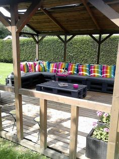 Pallet Terrace in pallets 2 garden 2  with pallet sofa pallet corner