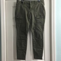 Gap stretchy Army Green Skinny Cargo Pants Sz 12 Worn once but didn't fit my correctly due to larger hip to waist ratio. Very cute on. Smoke free home GAP Pants Skinny