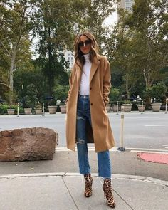 Something Navy, Arielle Charnas, Street Style Inspiration, Fall Fashion Fall Fashion Trends, Winter Fashion Outfits, Fall Winter Outfits, Autumn Winter Fashion, Casual Outfits, New York Winter Outfit, Peacoat Outfit, Camel Coat Outfit, Long Coat Outfit