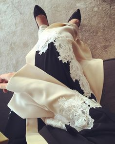 Pretty lace detailing                                                                                                                                                     Mehr