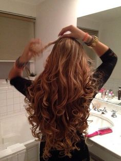 Image about hair in Frisuren by RosenDream on We Heart It Curls For Long Hair, Big Hair, Wavy Hair, Long Curly Hair, Beautiful Long Hair, Gorgeous Hair, Curly Hair Styles, Natural Hair Styles, World Hair