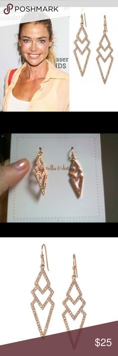 Rose gold arrow hook Stella and Dot earrings 18 karat gold plated rose gold lovely arrows with Crystals New with tags's well the card that it comes on, it's considered a tag. Don't miss your chance to pick up these super classy earrings at such a cheap price! Stella & Dot Jewelry Earrings