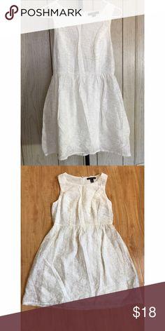 Plain White Dress Never been worn. Plain white dress from Forever 21. Size: Small ♡ Forever 21 Dresses