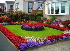 Cool 50 Amazing Landscape Flowers Ideas in Front yard http://toparchitecture.net/2017/12/17/50-amazing-landscape-flowers-ideas-front-yard/