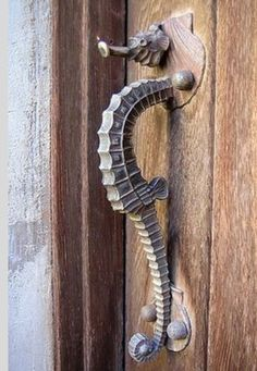 Forja on pinterest iron garden gates garden sculptures and louis kahn - Seahorse door knocker ...