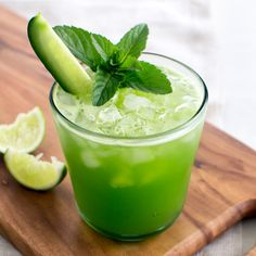 Incredibly refreshing Cucumber Lime Agua Frescas, the perfect accompaniment to spicy dishes on a hot day.add gin for a grown-up twist. Refreshing Drinks, Summer Drinks, Fun Drinks, Healthy Drinks, Healthy Recipes, Vegetarian Recipes, Juice Recipes, Juice Smoothie, Smoothie Drinks