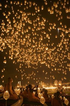 Loy Krathong (Floating Lantern) Festival in Chiang Mai, Thailand. I wish I was going to be there during this :) @Lydia Parker you and I can do this in stead of london or both ya know!!