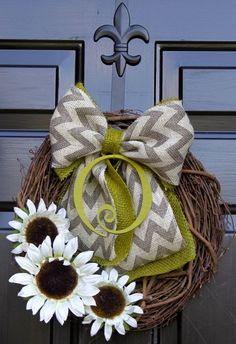 Love the bow- Summer Wreaths - Sunflower wreath - Monogram Wreath - Summer Wreaths for door - Wreath for Door - Burlap wreath - Door Wreath - via Etsy Wreath Crafts, Diy Wreath, Burlap Wreath, Decor Crafts, Diy And Crafts, Home Crafts, Burlap Ribbon, Grapevine Wreath, Diy Projects To Try